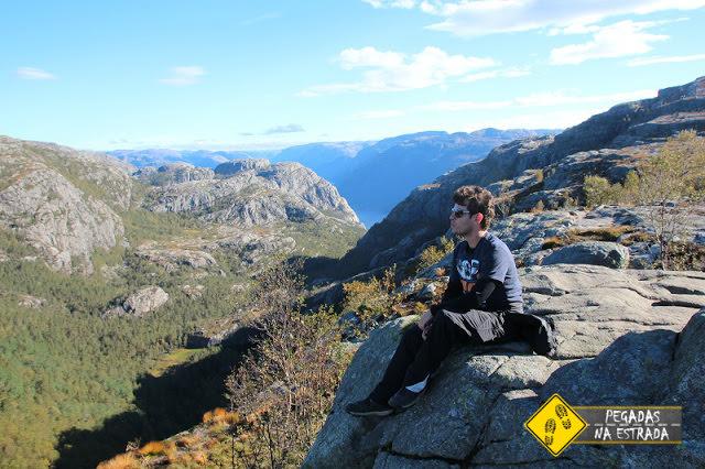 Contemplando a vista da trilha para o Pulpit Rock. Foto: CFR / Blog Pegadas na Estrada